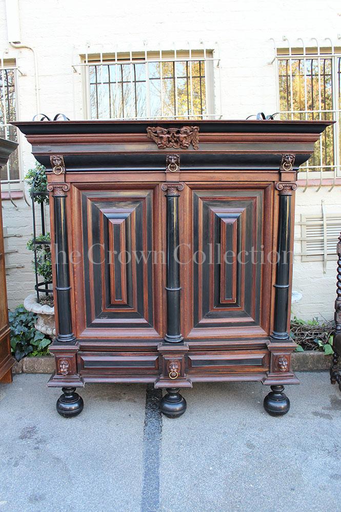 Early 19th century Dutch Oak-Rosewood & Ebonised Kussingkas - Cabinet