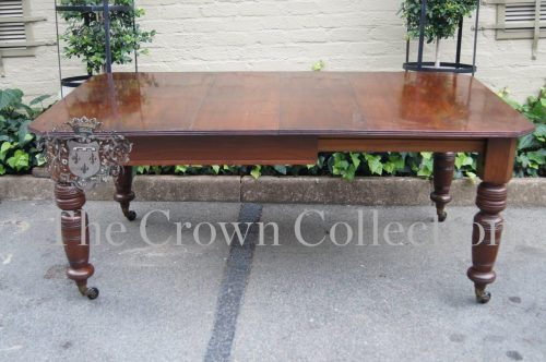 Late Victorian Ext Dining Table with 2 Leaves & Crank Handle