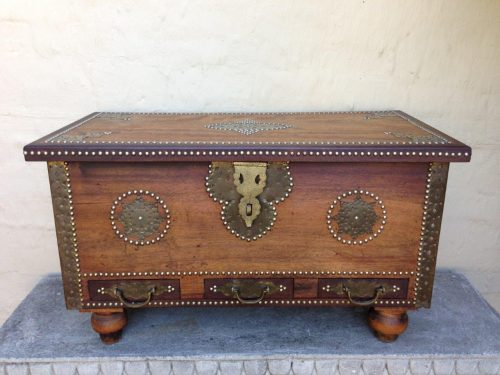 Vintage kist with brass design and heavy brass hardware