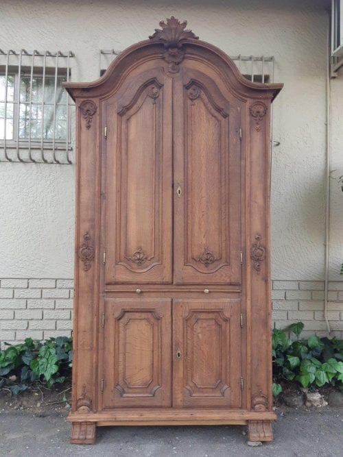 Louis Xv Oak Carved 4-Door Cabinet With Key