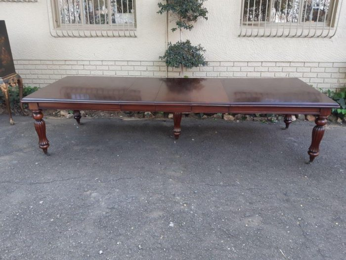 Victorian Style Mahogany Ext Dining Table With Crank