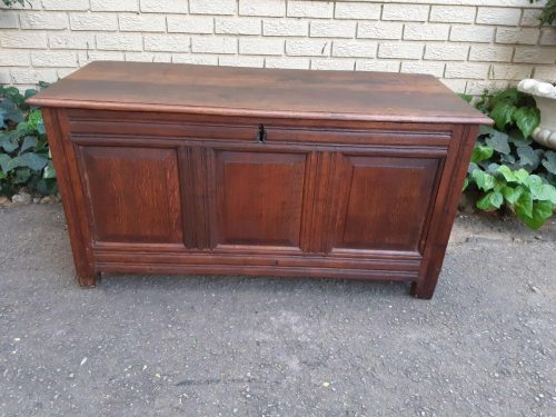 Early 19th century Continental oak chest
