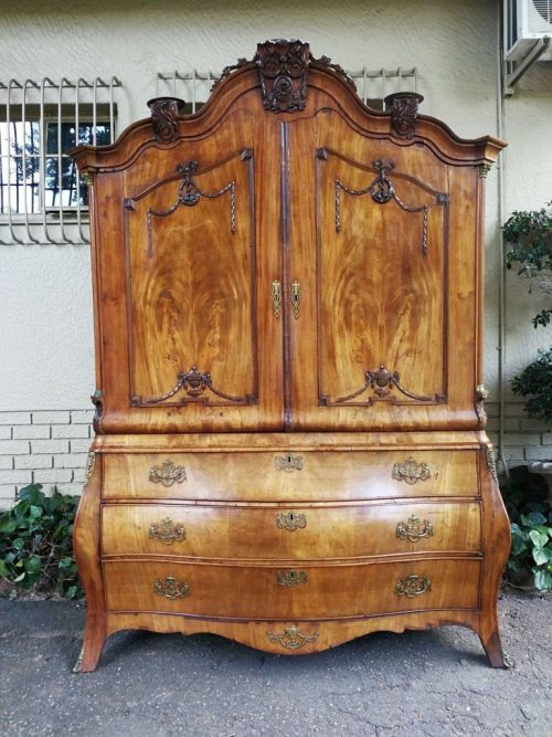 18th Century Circa 1780 Dutch Bombé Armoire