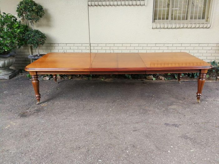 A Victorian Style Mahogany Extending Dining Table