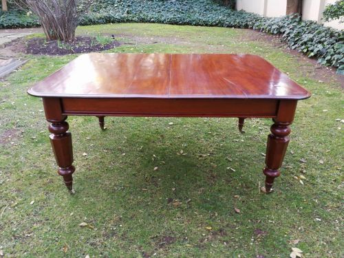 Victorian mahogany table/dining table (six seater)