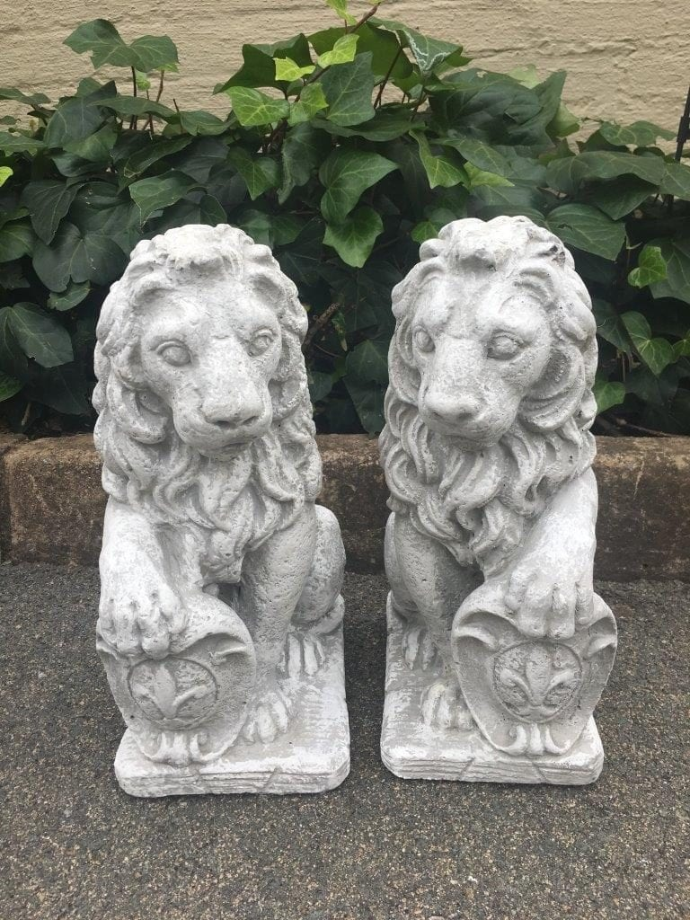 Pair Concrete Lions