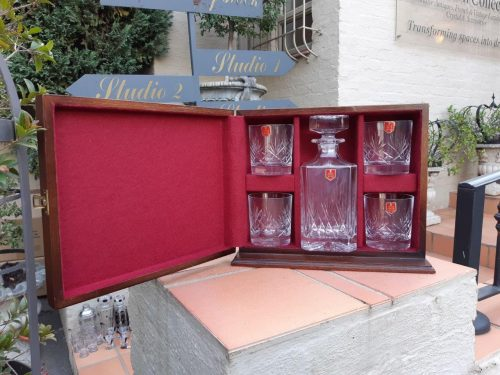 A 6-piece Devon Crystal Gentleman's hand-cut Lead Crystal Scotch Set – comprising: a square-shaped spirit decanter PLUS 4 x matching old-fashioned Whisky tumblers (With original foil labels & upright table-top wooden presentation case)