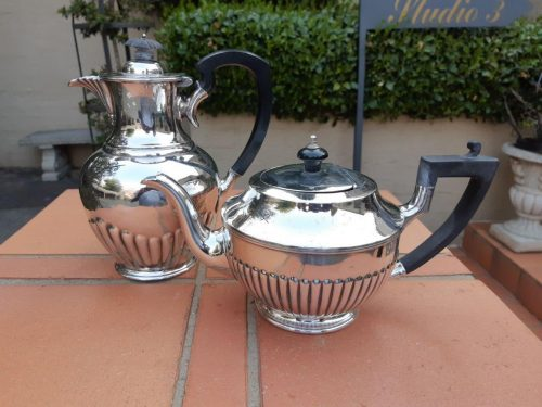 A Set Of Epns Coffee And Tea Pots R1 980
