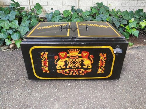 Antique Style Tin Cooler-Box Painted With Coat Of Arms