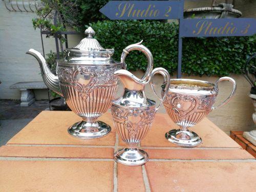 A mid-20th century English three piece tea set